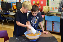 Grundy Avenue Students Bake Pumpkin Bread photo 4